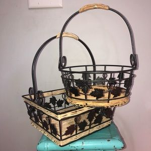 Set of 2 wicker and metal leaf baskets